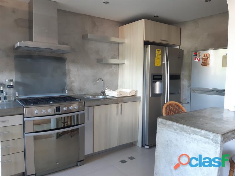 Apartamento Amoblado en Alquiler en Mañongo 2