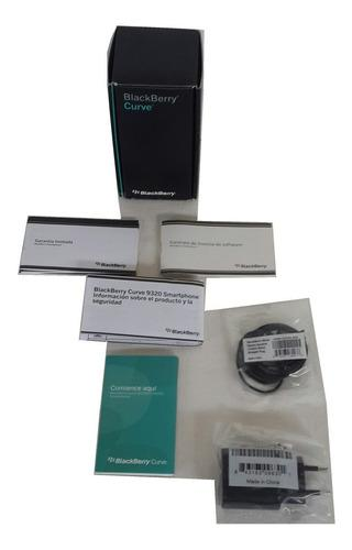 Caja con accesorios para blackberry curve 9320 piano black