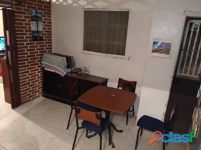 Casa en caracas pleno centro en $8.500 av andres bello c/c los manolos