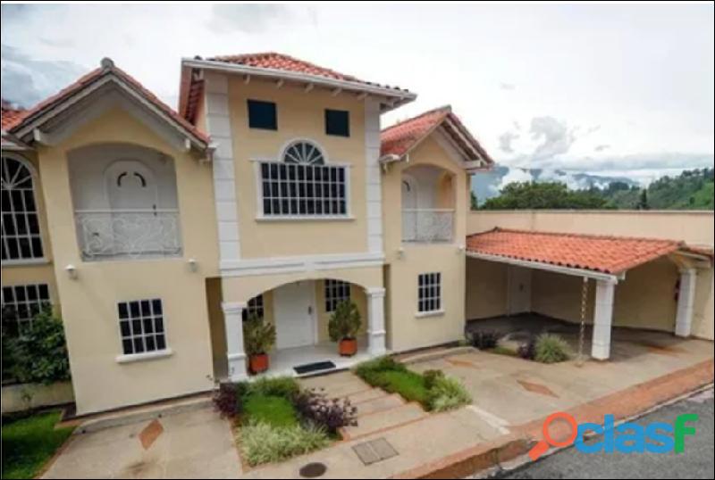 Casa en venta Urb. Villas La Pedregosa 5