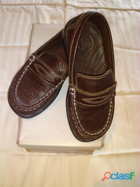 Zapatos de niño casual color marron talla 26.