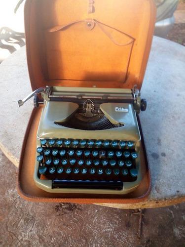 Maquina de escribir antigua erika alemana.