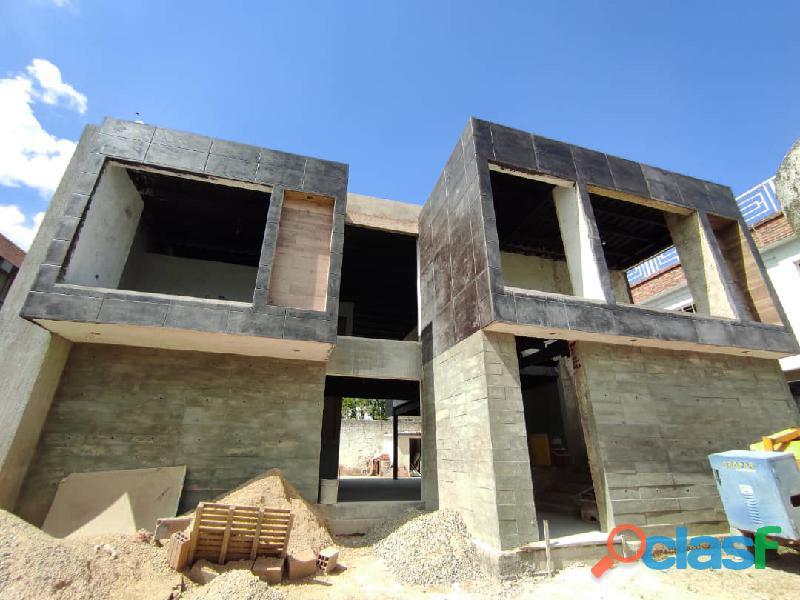 SKY GROUP Vende casa en Chalet Country San Diego FOC 824