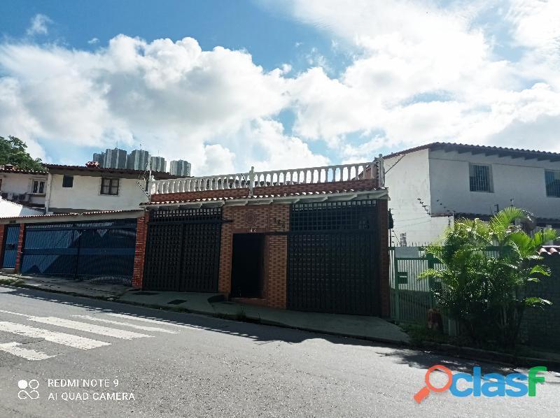 Casa de 4 habitaciones, 5 baños, 3 p/e. terraza, 272 m².