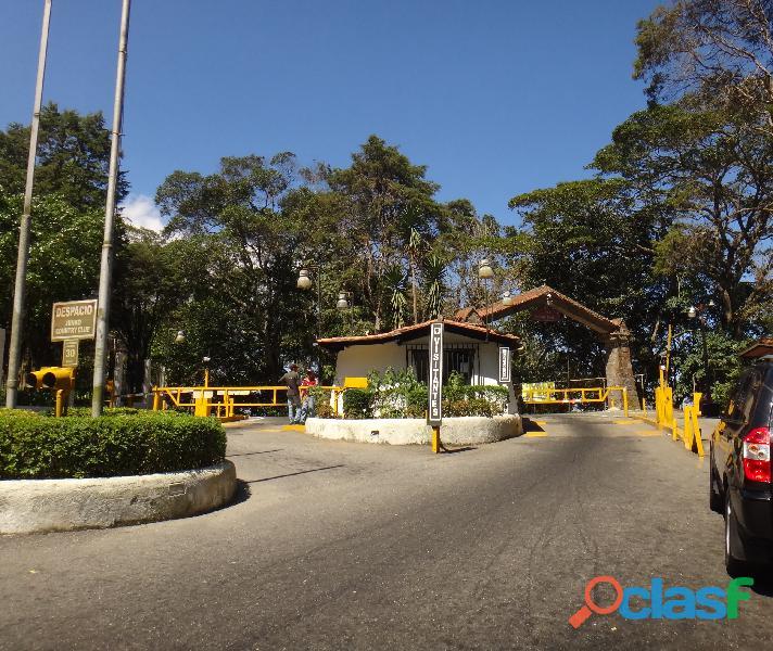Se vende terreno de 250 m². Urbanización el Junko.