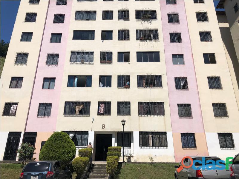 Apartamento en venta Urb. Campo Claro, Resd. El Pedregal
