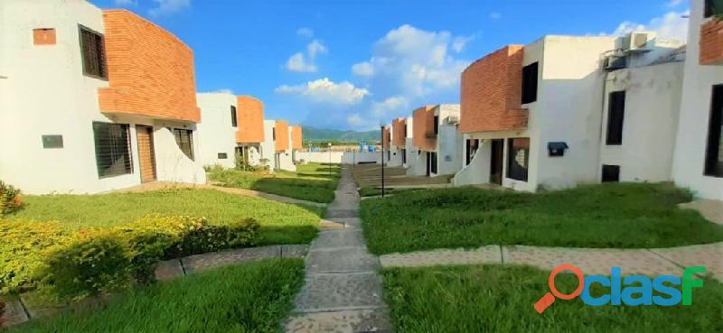 TownHouse en Urbanizacion La Esmeralda 7