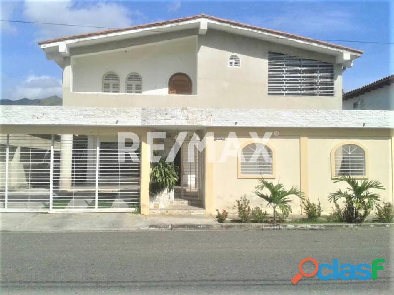 RE/MAX PARTNERS Vende Casa con Anexo en SanSur San Diego