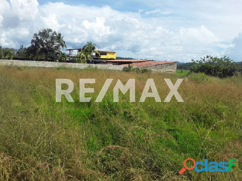 RE/MAX PARTNERS Vende Terreno en Libertador