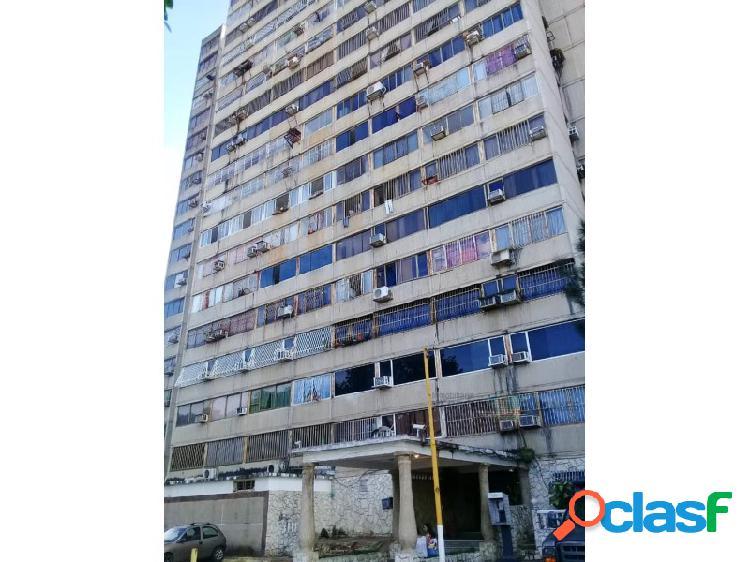 Apartamento en conj resd. karuay, alta vista sur, piso 9.