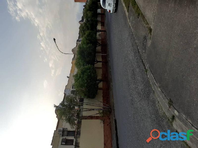 Vende hermoso Townhouse ubicado en el sector Tazajal de Naguanagua de 72 mts2 de Construcción 1