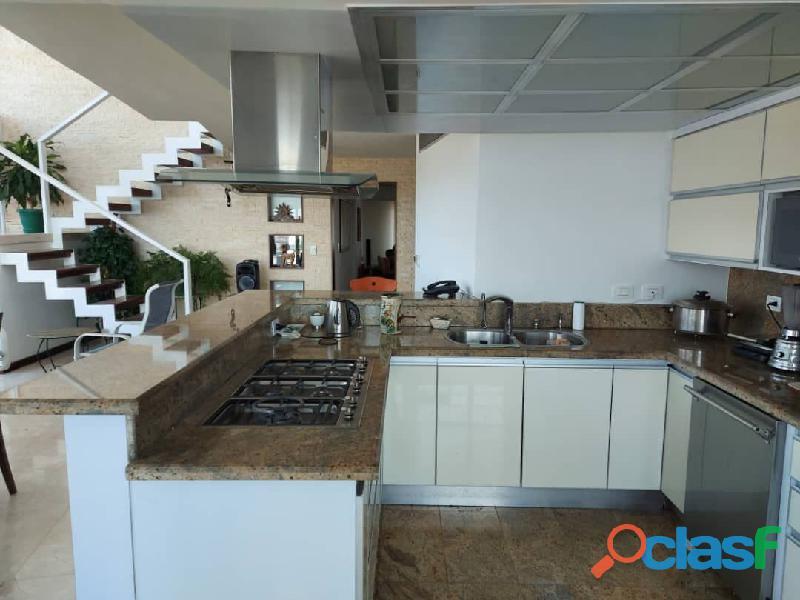 Pent House Suplex en Venta en Res. Oasis El Morro en Lechería con vistas panoramicas de ensueño