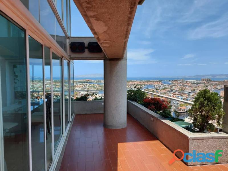 Pent House Suplex en Venta en Res. Oasis El Morro en Lechería con vistas panoramicas de ensueño 1