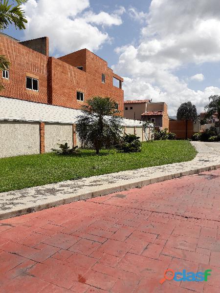Sky group vende townhouse en urbanización mañongo, villas curimagua
