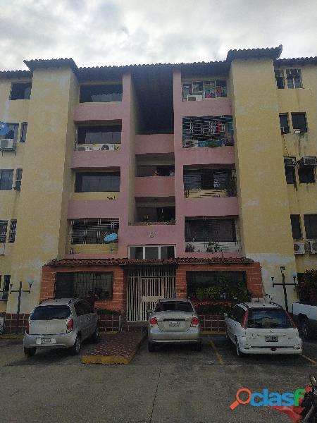 Apartamento en res. sagrada familia, urb. los caobos