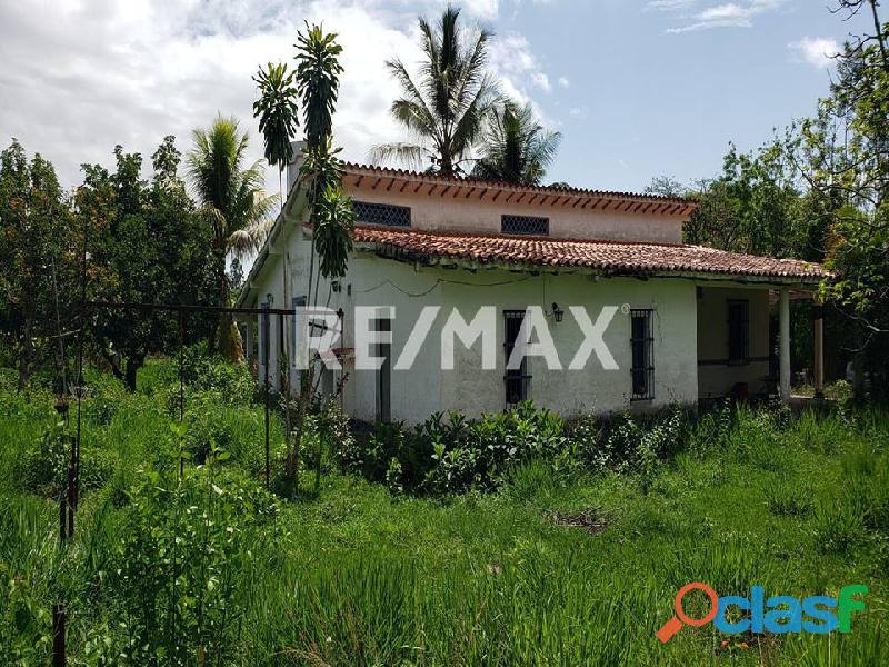 REMAX/PARTNERS Vende Casa con Terreno en Sabana del Medio, Tocuyito