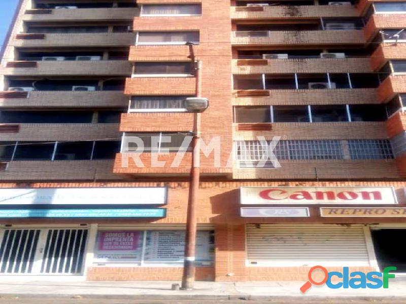 REMAX/PARTNERS Vende Oficina Torre Res. Suite 123; Av. Bolívar Norte
