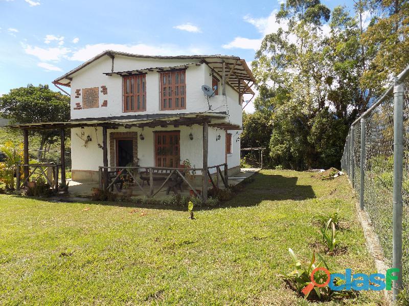 Casa en venta estilo cabaña, Loma de La Virgen