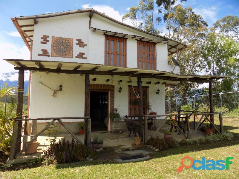 Casa en venta estilo cabaña, Loma de La Virgen 1