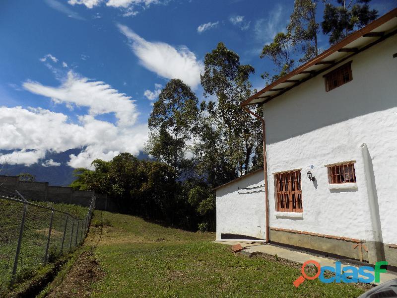 Casa en venta estilo cabaña, Loma de La Virgen 2