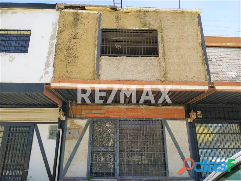 RE/MAX PARTNERS Vende Local en remodelación en el Big Low