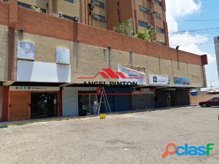 LOCAL COMERCIAL EN ALQUILER/VENTA AV 8 SANTA RITA MARACAIBO API 1576 2