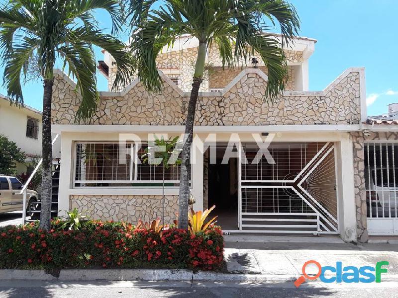 RE/MAX PARTNERS Vende Casa en Urbanización Las Quintas, Naguanagua.