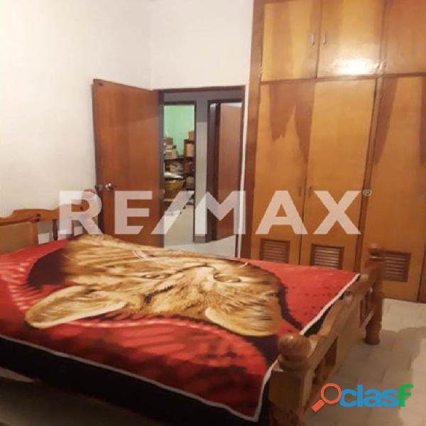 RE/MAX PARTNERS Vende Casa Parque Residencial Flor Amarillo 5