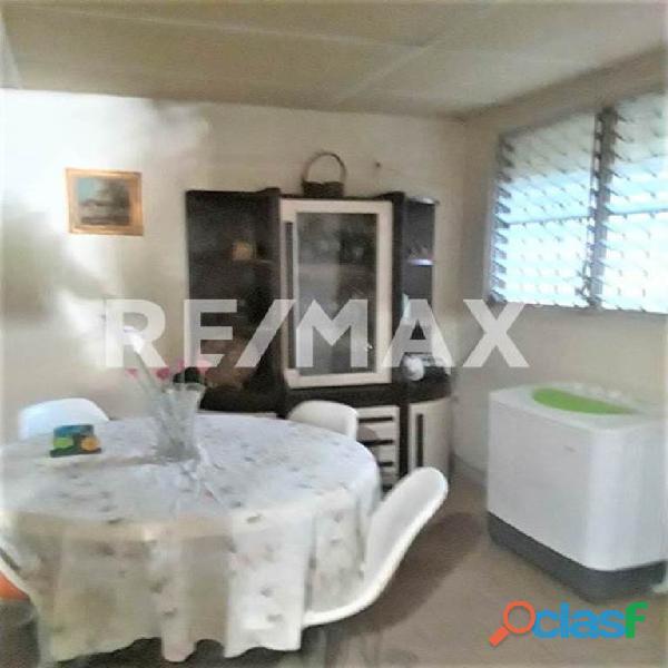 RE/MAX PARTNERS Vende Casa Parque Residencial Flor Amarillo 6