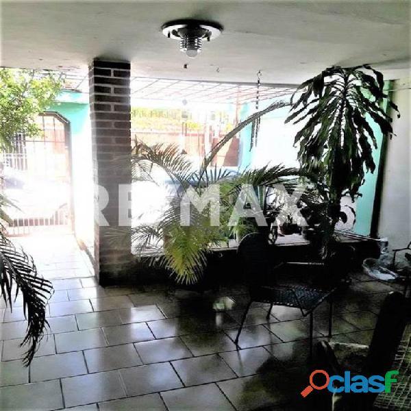 RE/MAX PARTNERS Vende Casa Parque Residencial Flor Amarillo 9
