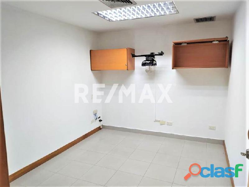 RE/MAX PARTNERS Vende Oficina en el C. C. Lomas del Este, Valencia 1