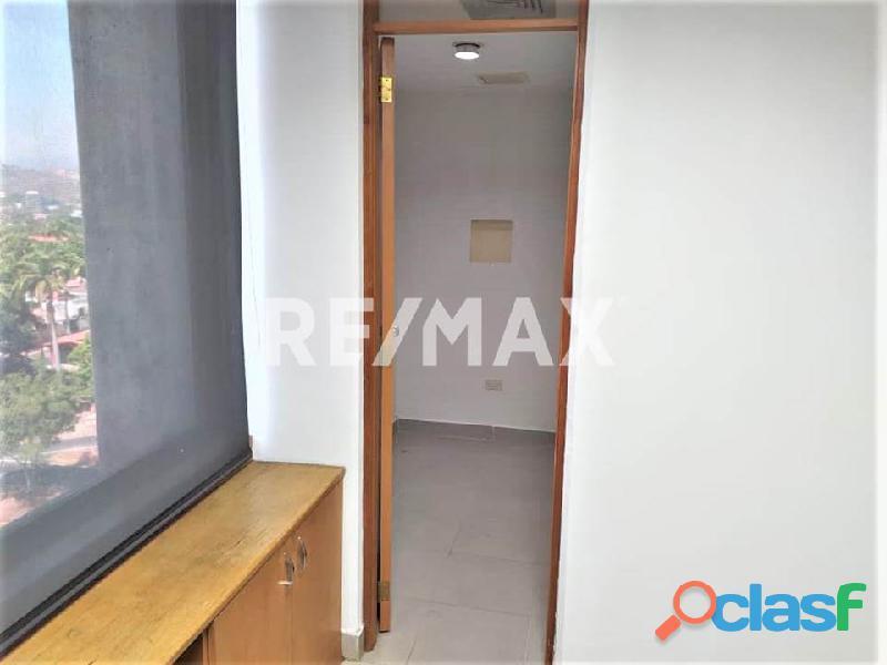 RE/MAX PARTNERS Vende Oficina en el C. C. Lomas del Este, Valencia 4