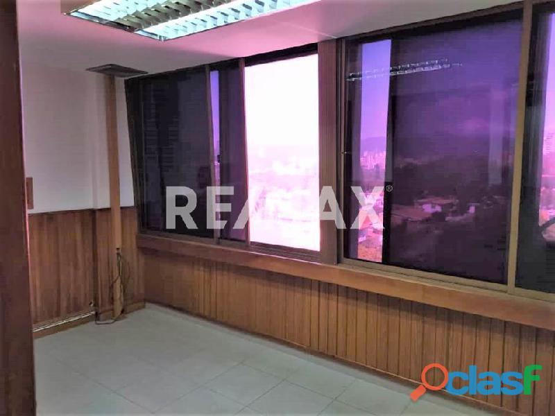 RE/MAX PARTNERS Vende Oficina en el C. C. Lomas del Este, Valencia 5