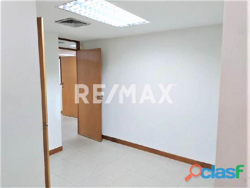 RE/MAX PARTNERS Vende Oficina en el C. C. Lomas del Este, Valencia 6