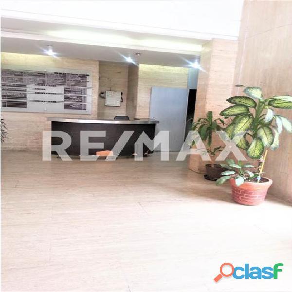 RE/MAX PARTNERS Vende Oficina en el C. C. Lomas del Este, Valencia 8